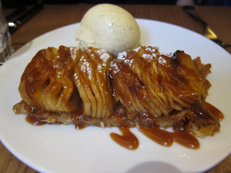 Apple tart with vanilla ice cream